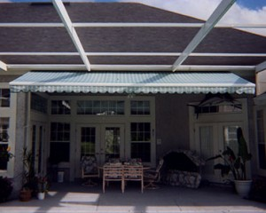 motorized-retractable-awning